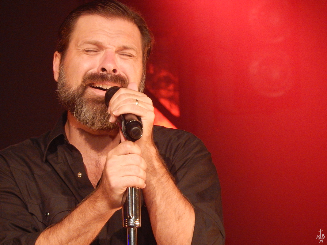 """Third Day lead singer Mac Powell singing trademark song, """"You are so good to me"""" (O'Fallon Weekly Photo by Kimberly Bennett)"""