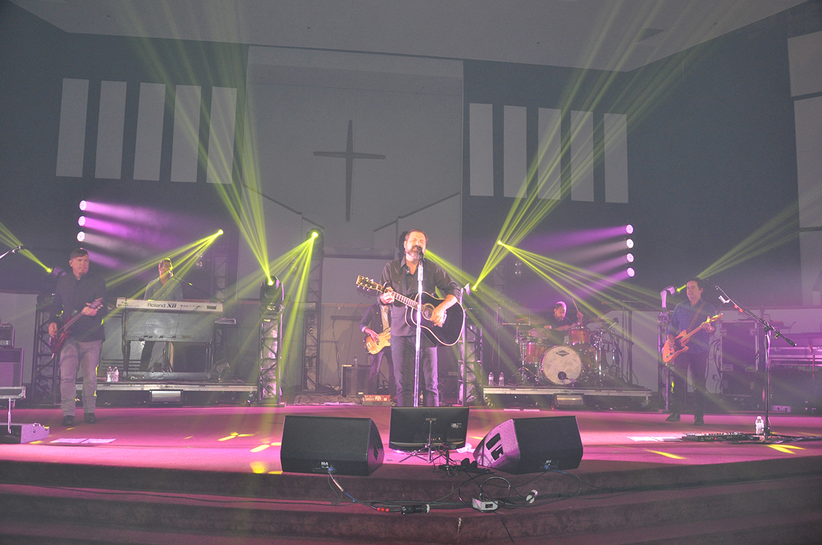 Third Day plays for the crowd (O'Fallon Weekly Photo by Jeff Egbert)