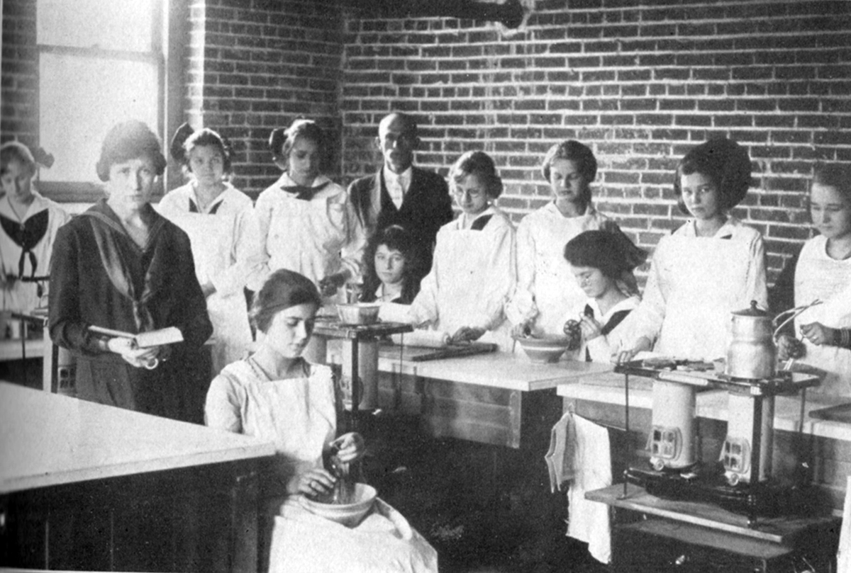 oths-sewing-class-1921-resized